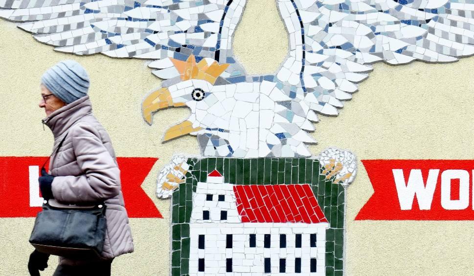 Film do artykułu: W Świdnicy rocznicę odzyskania niepodległości świętuje nietypowo, bo... międzypokoleniową mozaiką [ZDJĘCIA]