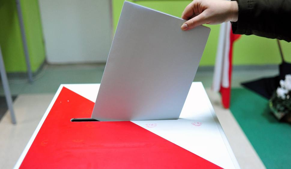 Film do artykułu: Zakwestionowane podpisy na listach PiS na Podkarpaciu. Poseł PO: Może działaczom PiS nie uchodzi prosić o poparcie [WIDEO]