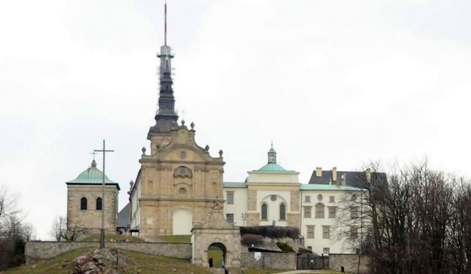 Film do artykułu: Minister środowiska chce oddać Oblatom klasztorne zabudowania na Świętym Krzyżu