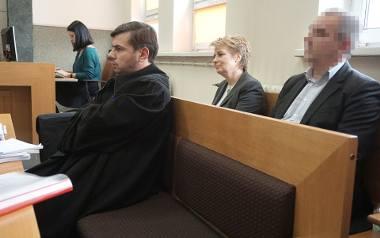 Mecenas Bartosz Tiutiunik i Hanna Zdanowska. Prezydent Łodzi zachowywała się wczoraj w sądzie bardzo pewnie. Lekkie zdenerwowanie zdradzała tylko na