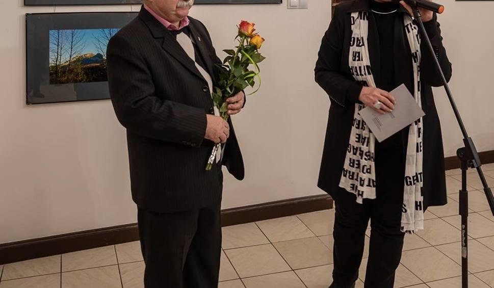 """Film do artykułu: Radom. W Galerii Resursa już lato - otwarto """"letnią"""" wystawę Witolda Firsowicza"""