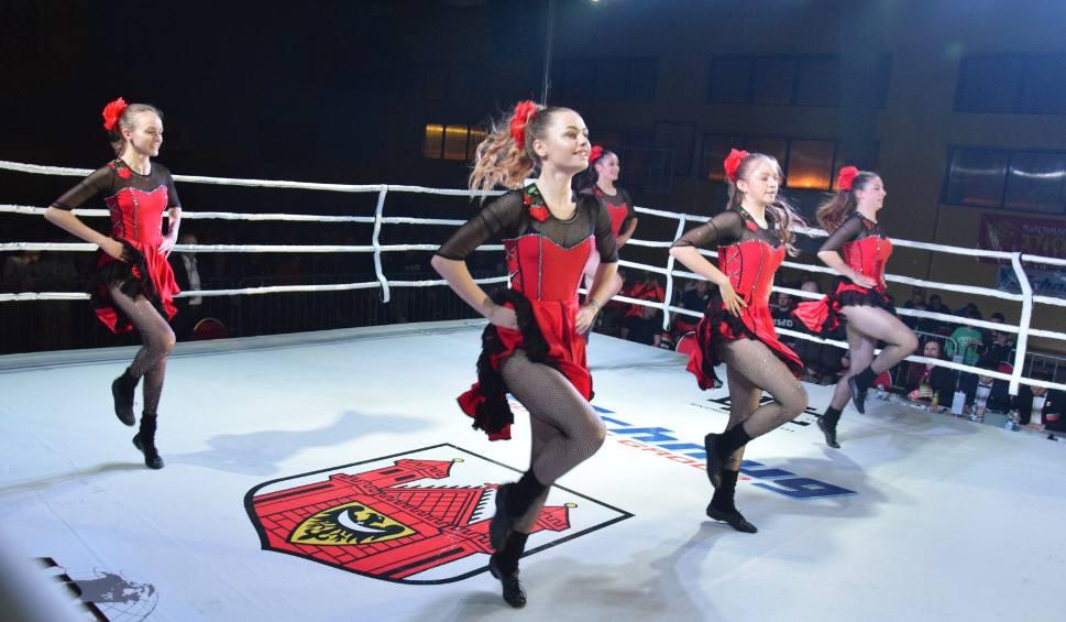 Film do artykułu: Zespół rock and roll mega dance z Zielonej Góry uświetnił sportową galę Świebodzin Boxing Night [ZDJĘCIA]