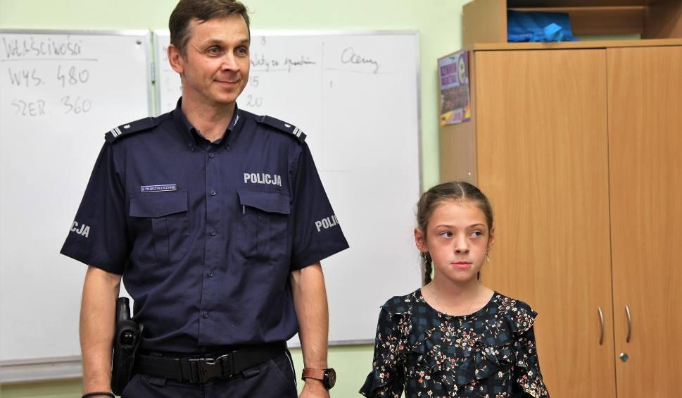 Film do artykułu: Czwartoklasistka z Żar znalazła portfel i przekazała policji. Brawo Julka!