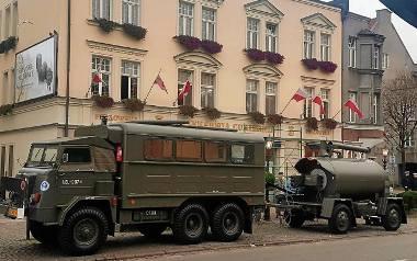"""Mobilna wojskowa piekarnia polowa gdańskiej firmy """"Pellowski"""" w trakcie pokazu wypieku chleba poligonowe"""