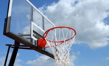 22-latek ciężko ranny. Grał w koszykówkę na szkolnym boisku