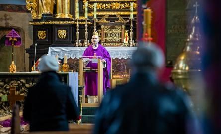 Wielki Czwartek w domu. Kościół instruuje, jak sprawować wieczorną liturgię rodzinną