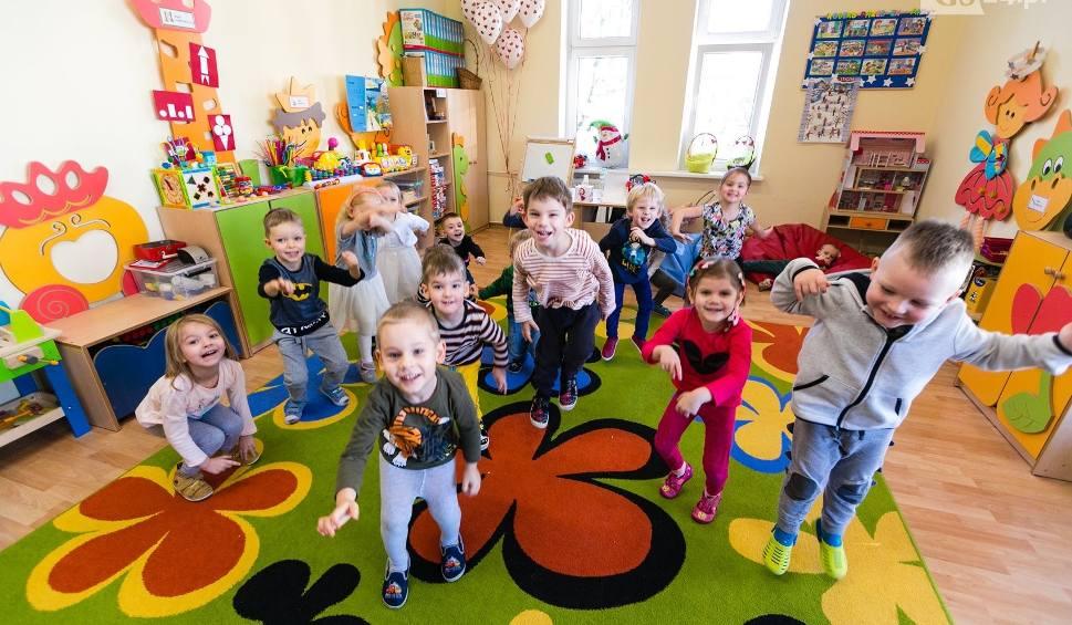 Film do artykułu: Cudaczne życzenia dla babć i dziadków szczecińskich przedszkolaków [WIDEO]