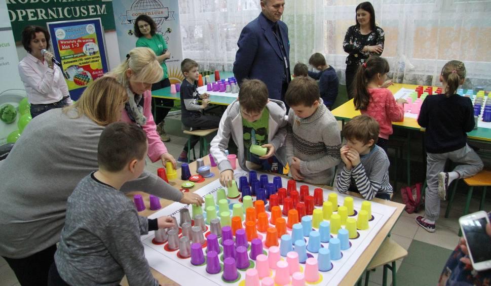 Film do artykułu: Uczniowie najmłodszych klas Szkoły Podstawowej numer 4 w Tarnobrzegu uczyli się podstaw kodowania. Kiedyś będą programistami? (zdjęcia)