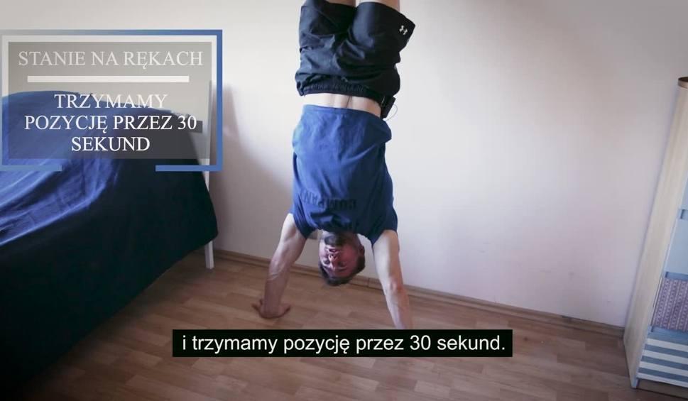 """Film do artykułu: """"Ćwicz w domu"""" - zestaw prostych ćwiczeń do domu od trenera Adama Bartkowskiego odcinek 15"""
