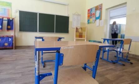 Szkoły już czekają na uczniów. Na nowych pracowników, nie tylko nauczycieli, także czekają