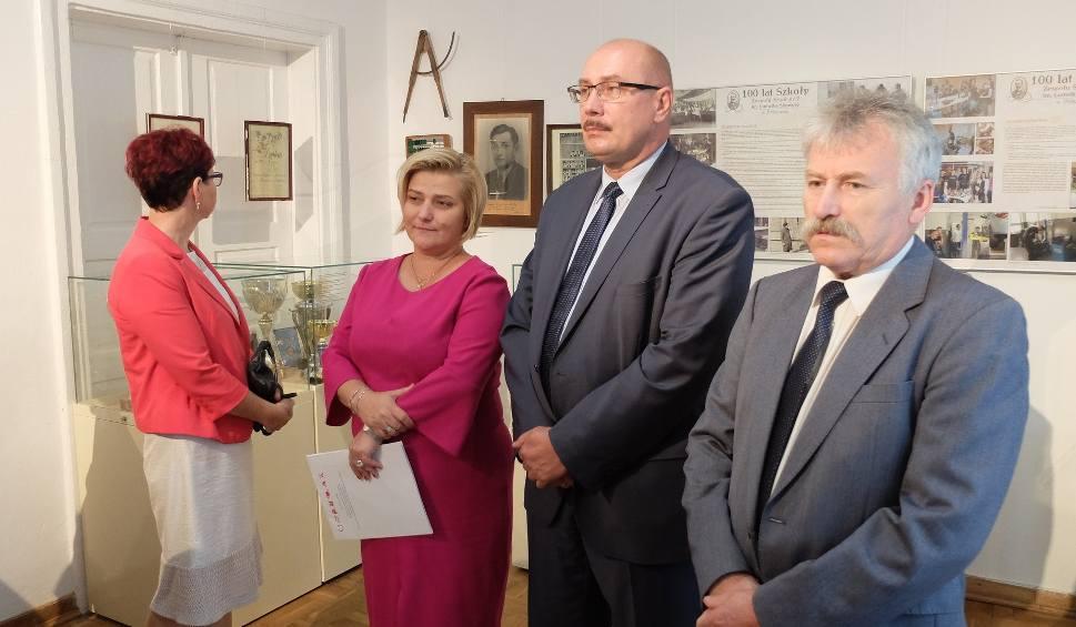 Film do artykułu: Wystawa w muzeum Oskara Kolberga o stuleciu Zespołu Szkół numer 2 imienia Ludwika Skowyry w Przysusze