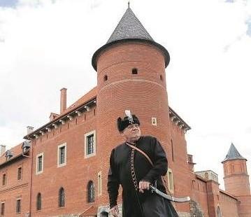 Jacek Nazarko, właściciel zamku w Tykocinie snuje opowieść o królewskim skarbcu, który słynął na całą Europę