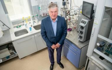 Prof. Andrzej Mackiewicz i jego zespół stworzyli już szczepionkę na czerniaka. Teraz chcą zapobiegać zakażeniom koronawirusem