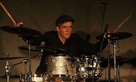 Na perkusji, i nie tylko, świetnie radził sobie Jan Krzemiński. Na festiwalu zagrał w pięciu formacjach.