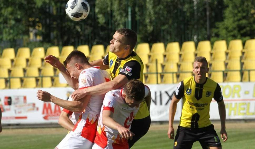 Film do artykułu: Piłkarze Siarki Tarnobrzeg polegli w Łodzi po pięknej walce