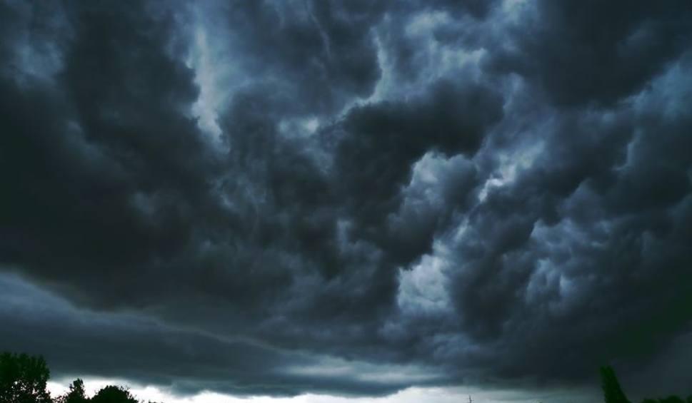 Film do artykułu: Pogoda w województwie podlaskim. Będą burze i gradobicie. Pierwszy stopień zagrożenia