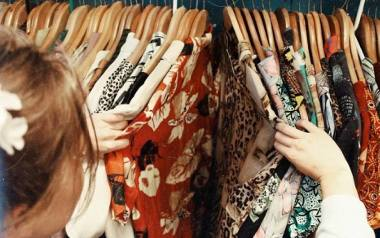 Sukienki na studniówkę 2020. TANIE. Modne długie i krótkie sukienki studniówkowe 2020. Co znajdziesz w sklepach?
