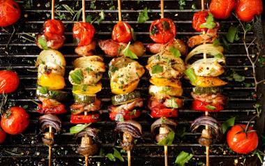 Szukasz pomysłu na nietypowe dania z grilla? Zobaczcie przepisy na grilla z nutą orientu!