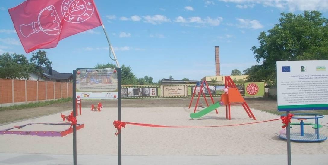 Zjeżdżalnie, karuzele, huśtawki, stół do tenisa  mają już do dyspozycji mieszkańcy osiedla przy ul. Orzeszkowej.