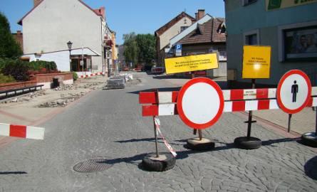 Odnawiają ulice w Starym Mieście w Oświęcimiu. Są utrudnienia dla kierowców