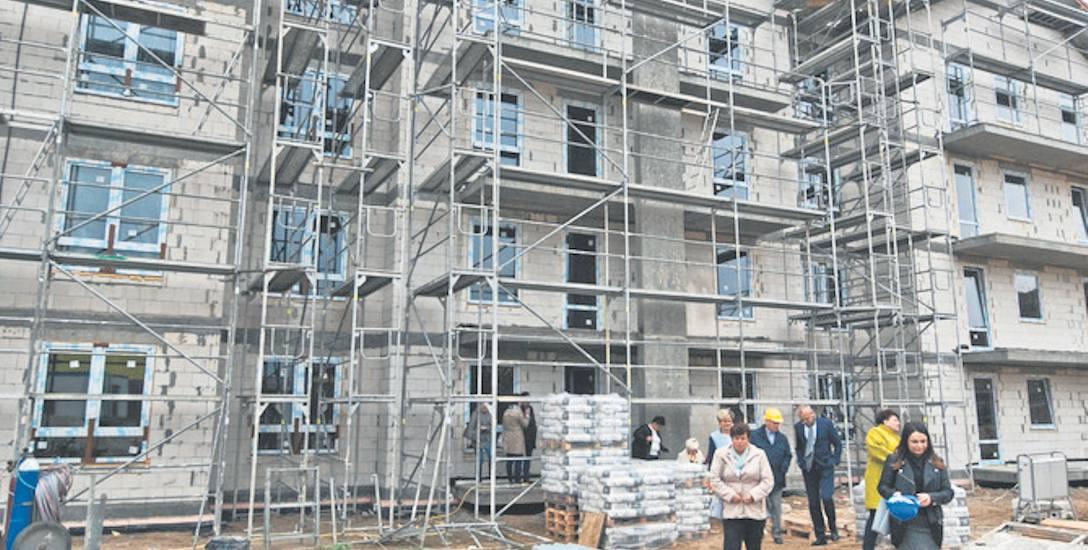 Inwestycję w mieszkania komunalne finansowo wspiera lokalny biznes, złotówki płyną też z budżetu państwa - 45 proc. kosztów