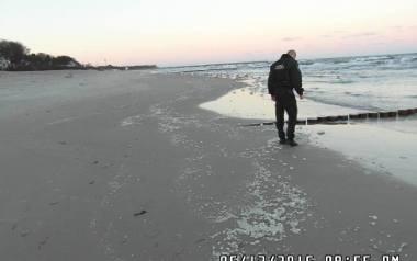 O białej substancji na plaży w Ustce poinformowano tamtejszą straż miejską.