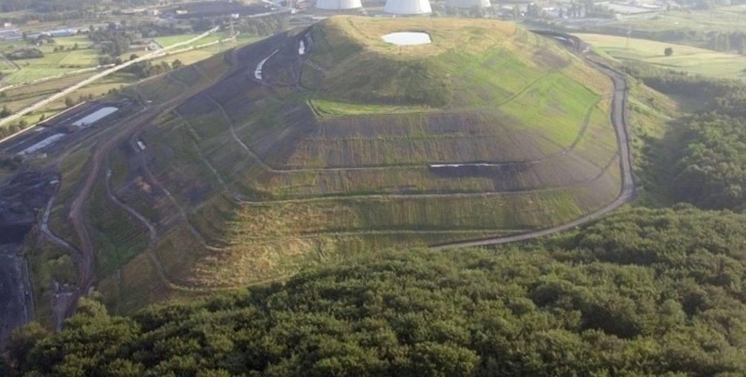 """Hałda jest jedną z największych na Śląsku, widać ją z """"wiślanki"""""""