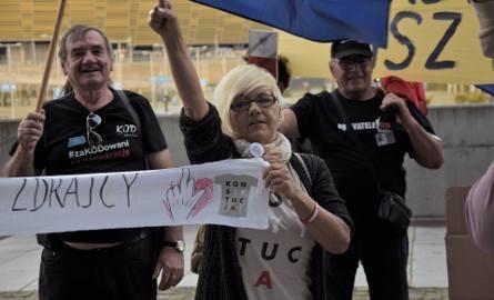 KOD przywitał działaczy wojewódzkiej konwencji PiS w Gdańsku
