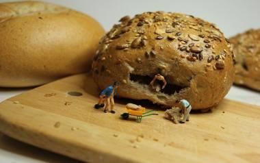 W czasie epidemii koronawirusa nie chcesz stać w kolejce po chleb lub bułki? Masz więcej czasu i pizzę chcesz zrobić sam? Przygotowaliśmy zestaw przepisów