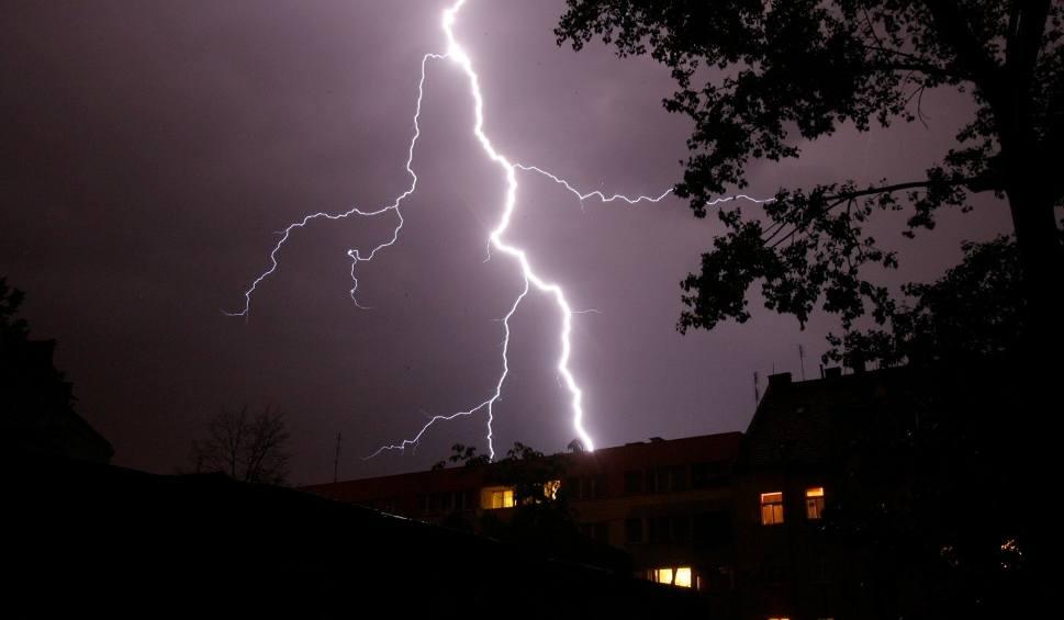 Film do artykułu: Gdzie jest burza w Polsce? Radar burz CZERWIEC 2019 Aktualna mapa 16.06 Warszawa, mazowieckie. Ostrzeżenia IMGW, prognoza pogody