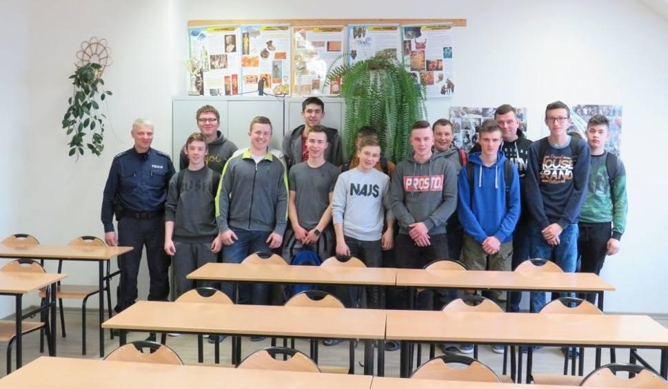 Film do artykułu: Zwoleńscy policjanci promowali swój zawód wśród młodzieży Zespołu Szkół Rolniczo - Technicznych