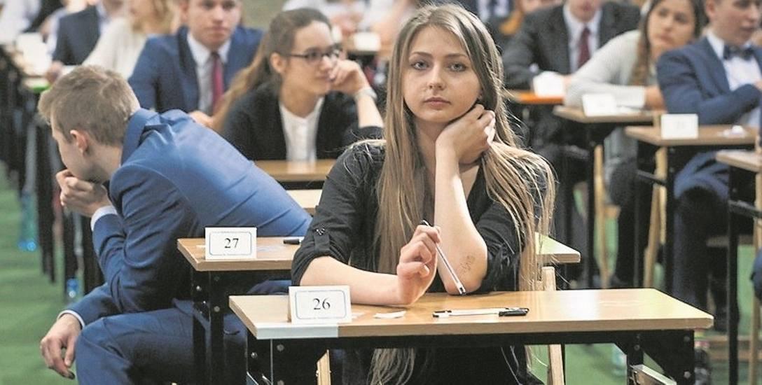 Z powodu strajku w szkołach nie odbywają się zajęcia, co oznacza też brak możliwości powtarzania przez maturzystów materiału. Muszą oni to robić na własną