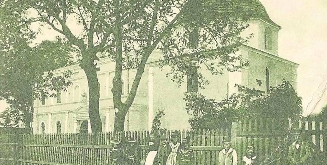 Siedziba sióstr elżbietanek przy kaplicy w Łabiszynie. Obecnie kościół pw. Zwiastowania Najświętszej Maryi Panny. Zdjęcie ze zbiorów kolekcjonera żnińskiego
