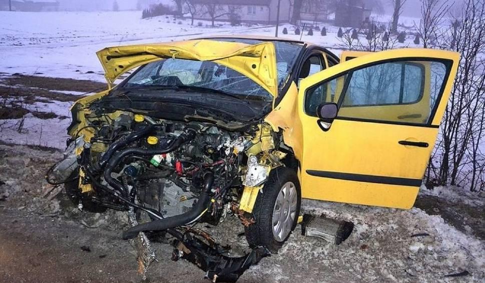 Film do artykułu: Wypadek na trasie Egiertowo-Połęczyno. Samochód wpadł na drzewo [ZDJĘCIA]