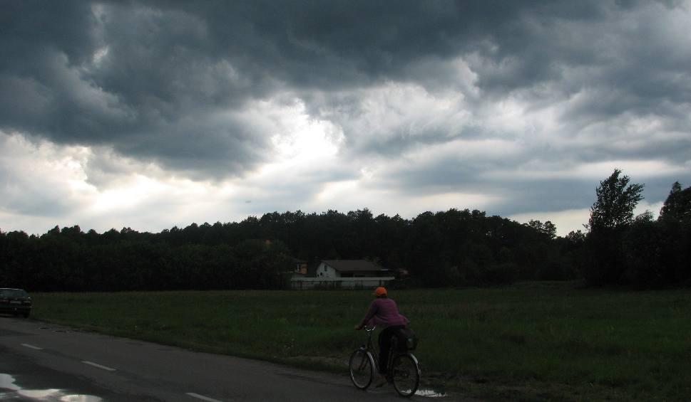 Film do artykułu: Ostrołęka: burza ma przyjść wieczorem 21.07.2019. Gwałtowny wiatr i deszcz będą na całym północnym Mazowszu