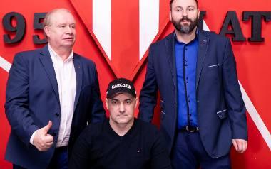 Firmowa trójka Polonii: od lewej Jerzy Kanclerz, Tomasz Gollob i sponsor Zbigniew Leszczyński