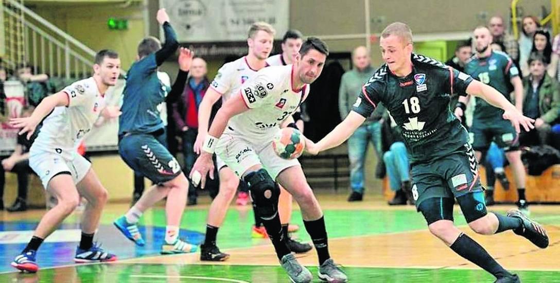 Jakub Radosz (z piłką) zagrał w niedawnym meczu pucharowym przeciwko szczecińskiemu zespołowi i był jednym z wyróżniających się zawodników Gwardii K