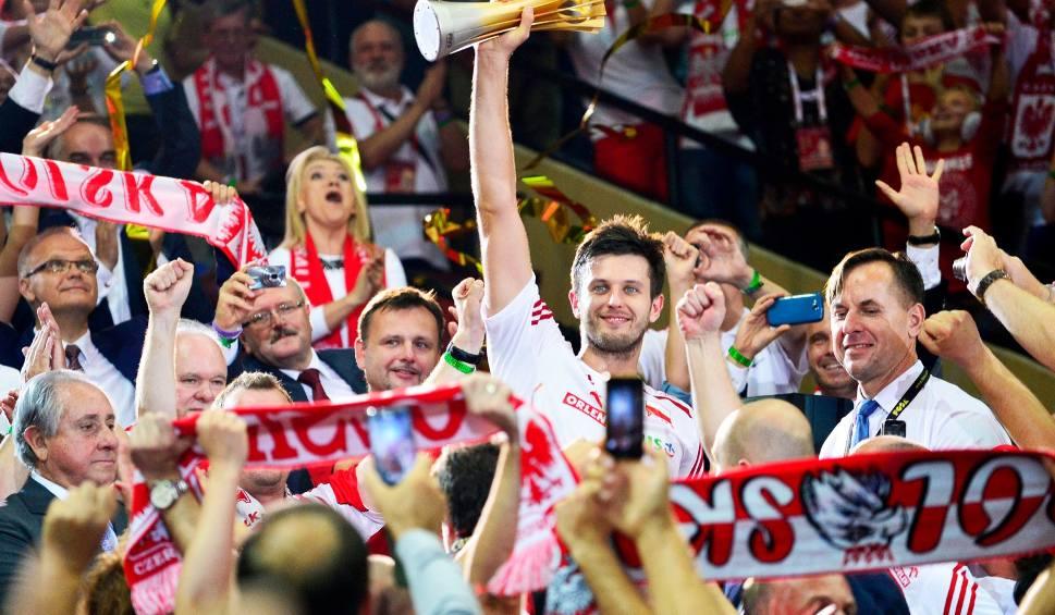 Film do artykułu: Sport w TV: Dużo piłki nożnej i żużla. Start mistrzostw świata siatkarzy