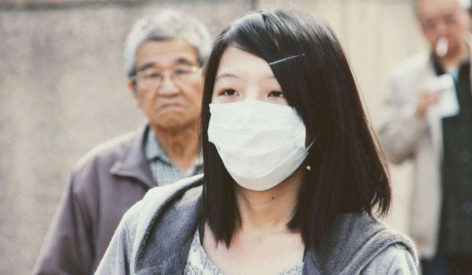 Film do artykułu: Koronawirus zbiera żniwo. Kilkaset zarażonych, 17 ofiar w Chinach. WHO i polskie MSZ ostrzega przed tajemniczym wirusem