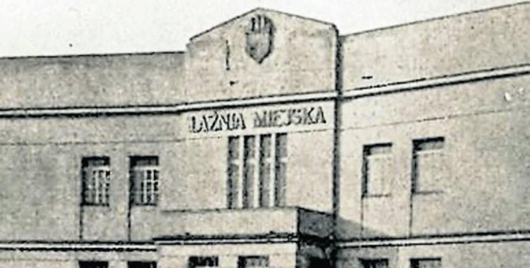 Tak prezentowała się centralna część frontonu nowego budynku Łaźni Miejskiej na Szwederowie, wkrótce po jej otwarciu w listopadzie 1928 r.