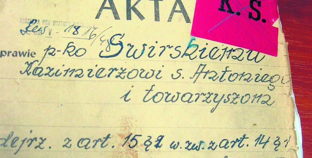 """Strona tytułowa akt śledczych i procesowych Kazimierza Świrskiego. Litery """"KS"""" oznaczały, że oskarżonego skazano na karę śmierci"""