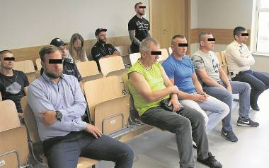 Siedmiu oskarżonych w krakowskim sądzie przyznało się do winy.  Dwóch z nich w dalszym ciągu  jest tymczasowo aresztowanych