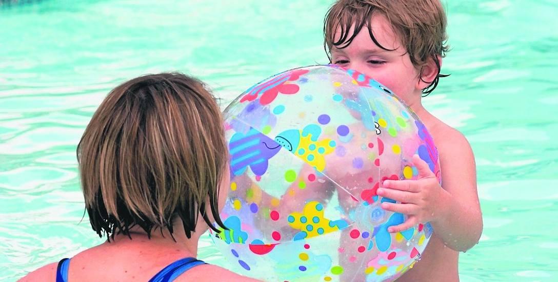W dobrze zarządzanych basenach i parkach wodnych, stworzenie rodzinnych szatni  jest oczywistością. Niestetym ciągle są miejsca, w których matka z synem