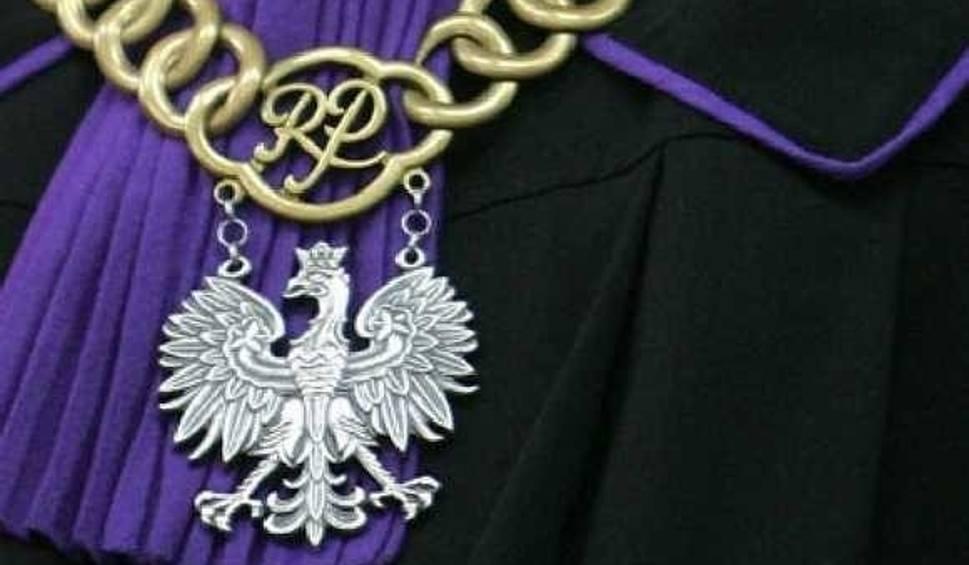 Film do artykułu: 39-latek w sklepie w Żarach rozbił szybę wartości 5 tys. zł, żeby ukraść łańcuszek za jedyne 64 złote