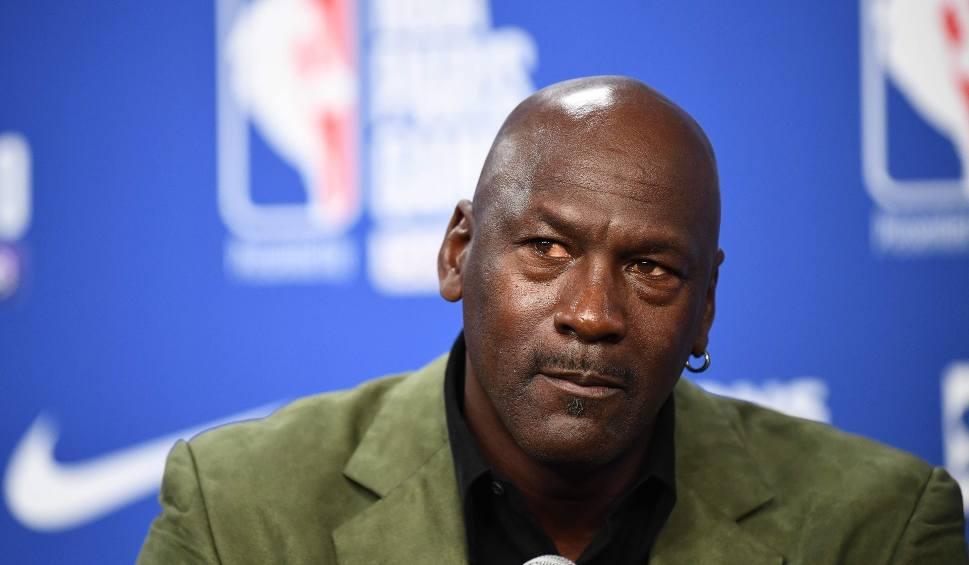 Film do artykułu: Koronawirus dał się we znaki legendzie koszykówki. Michael Jordan stracił przez rok pół miliarda dolarów