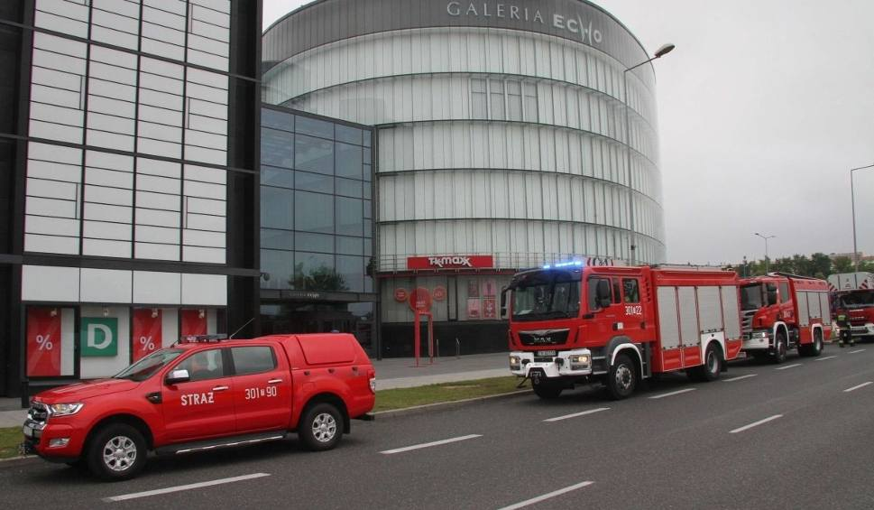 Film do artykułu: Straż pożarna w Galerii Echo w Kielcach. Woda na korytarzach
