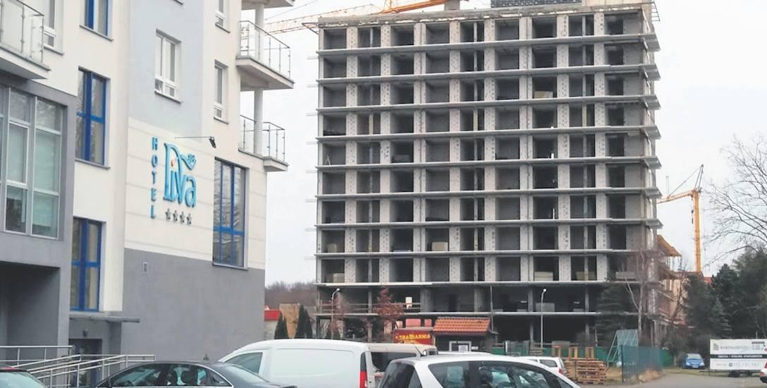 Hotele, a właściwie apartamenty nad morzem, sprzedają się nad wyraz dobrze