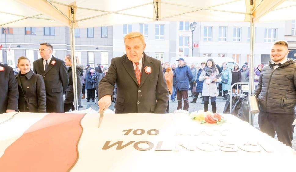 Film do artykułu: Setki białostoczan wspólnie świętowały na rynku 100-lecie odzyskania niepodległości przez Białystok [WIDEO, ZDJĘCIA]