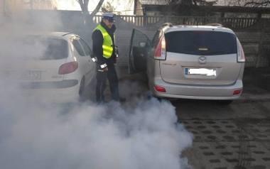 Policjanci mogą odebrać dowód rejestracyjny i nałożyć mandat na kierowcę, który porusza się niesprawnym samochodem. W najgorszych przypadkach mogą całkowicie