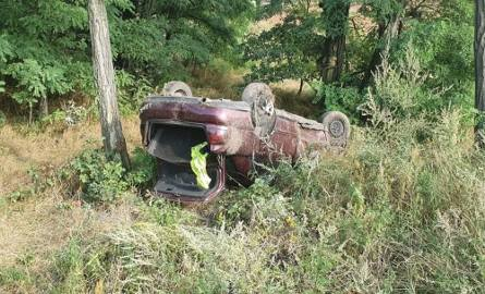 Do zdarzenia doszło w poniedziałek, 19 sierpnia, na trasie w Gorzupi koło Nowogrodu Bobrzańskiego. Dachowały dwa samochody, jeden po drugim.Najpierw